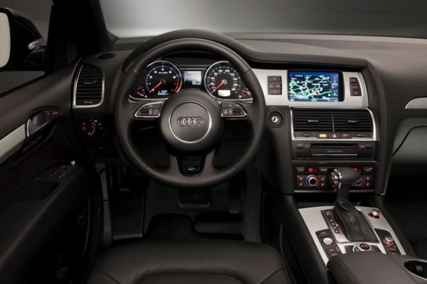 Audi Q7 - панель приборов и руль
