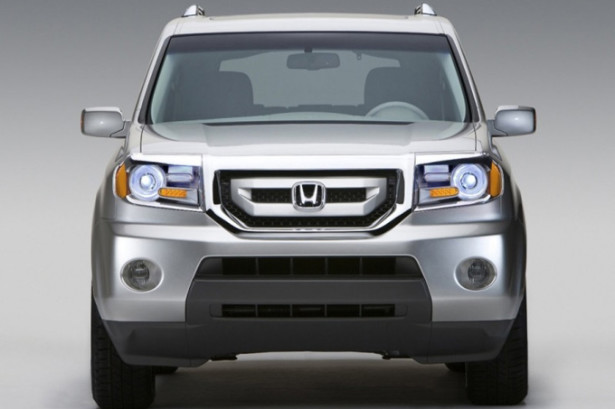 Honda Pilot - вид спереди