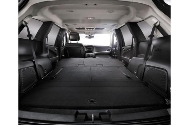 Fiat Freemont - сложенные сиденья - большой багажник
