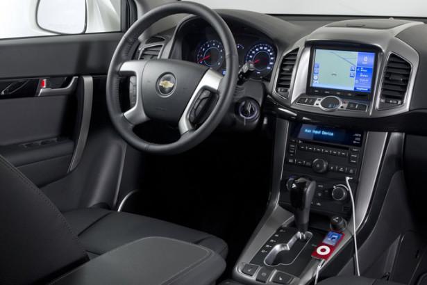 Chevrolet Captiva - приборная панеть и руль - место водителя