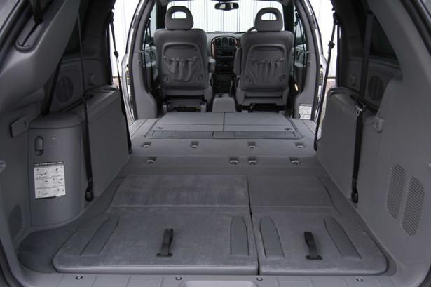 Chrysler Grand Voyager - разложенные сиденья и огромный багажник