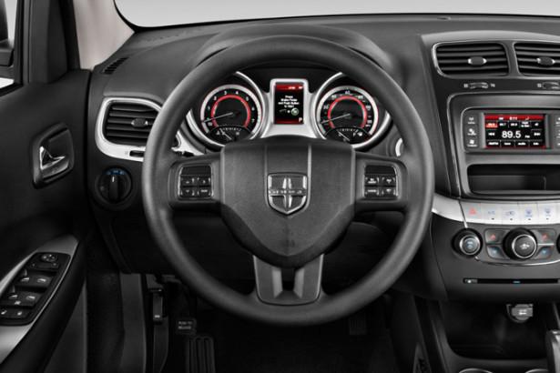 Dodge Journey - руль и панель приборов