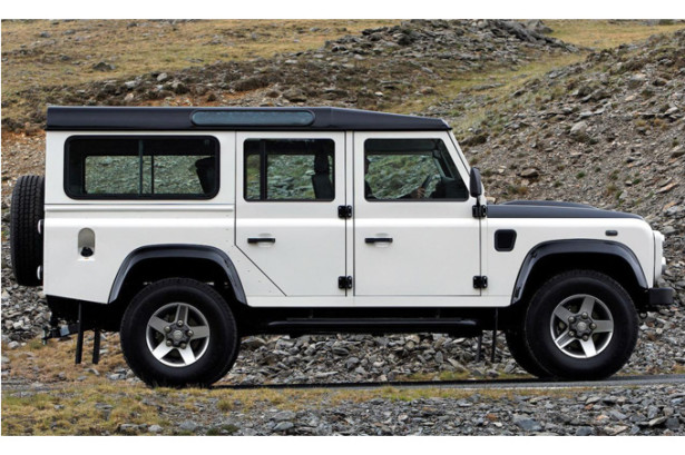 Land Rover Defender - вид сбоку