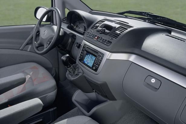 Mercedes-Benz Viano - водительское место, руль и панель приборов