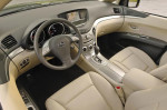 Subaru Tribeca - водительское сидение с рулём и торпедо с приборами