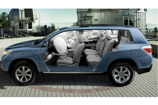 Toyota Highlander в разрезе представлен салон автомобиля