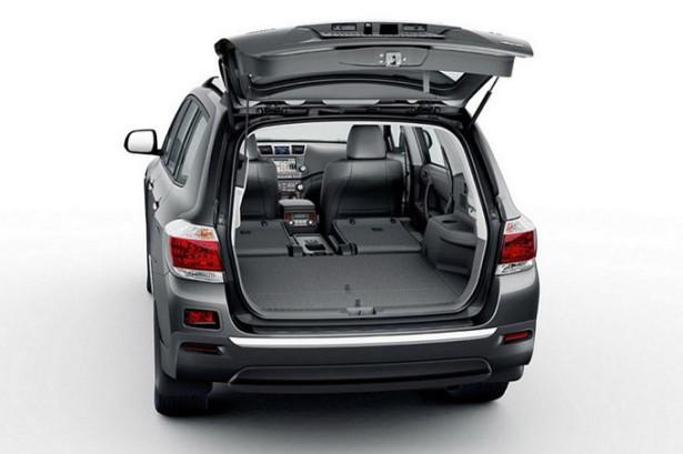 Toyota Highlander - сложенные сиденья и багажное отделение