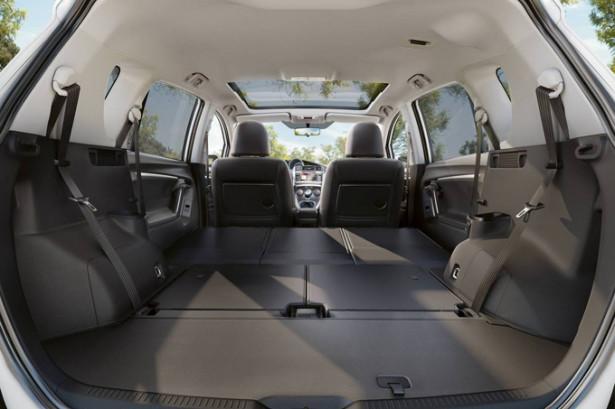Toyota Verso - сложенные сиденья и багажник