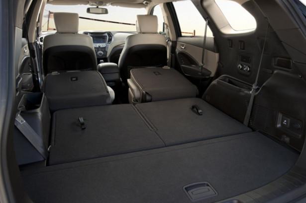 Hyundai Grand Santa Fe - вместительный салон и разложенные сиденья