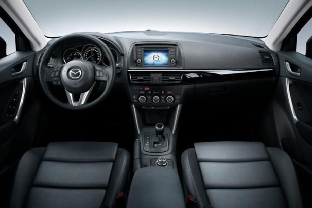 Mazda 5 - панель приборов и первый ряд сидений
