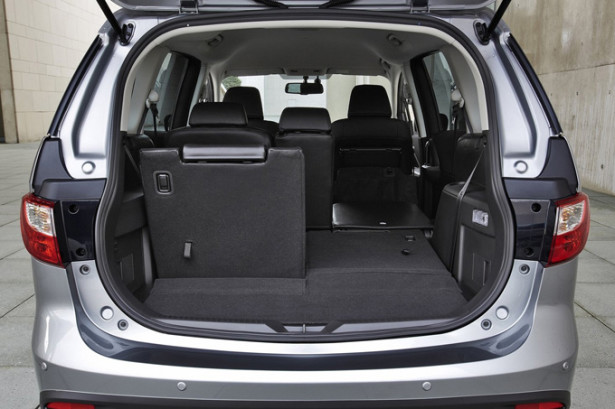 Mazda 5 - большой багажник и разложенные сиденья