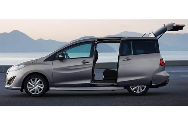 Mazda 5 - вид сбоку с открытыми раздвижными дверьми