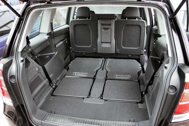 Opel Zafira Family - сложенные сиденья 3-го ряда