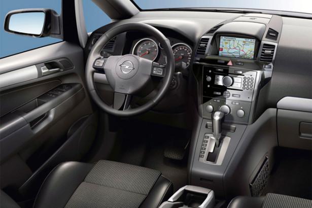 Opel Zafira Family - место водителя