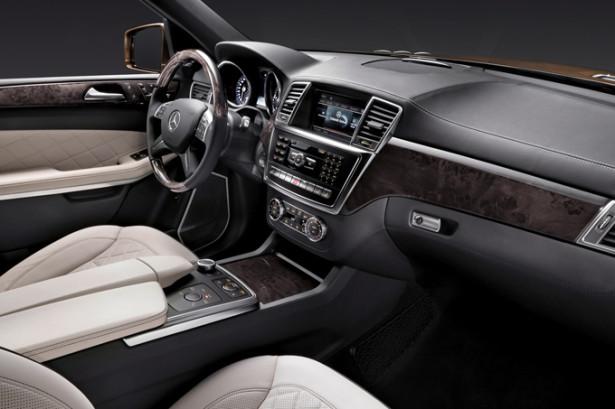Mercedes-Benz GL-Class - водительское место и срулём и приборной панелью и пассажирское место первого ряда сидений