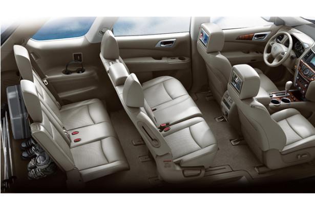 Nissan Pathfinder - 7 мес в салоне внедорожника