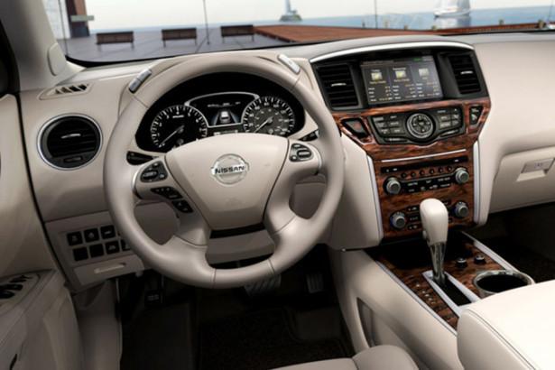Nissan Pathfinder - водительское место и руль