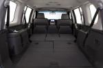 Nissan Pathfinder - сиденья сложены, получаем огромный багажник