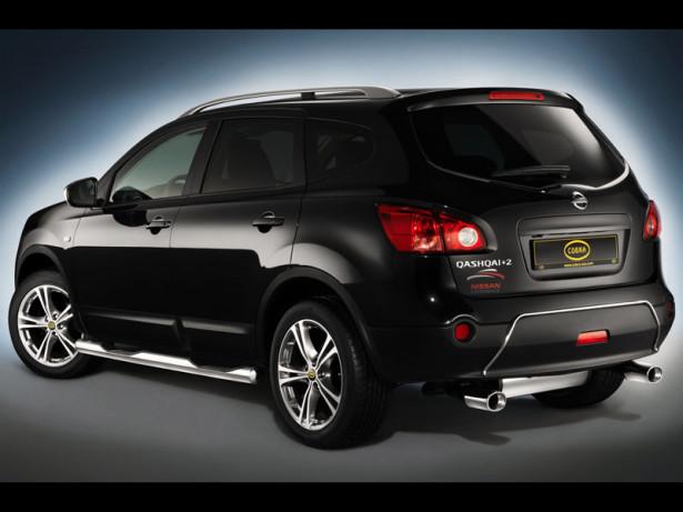 Nissan Qashqai+2 - вид сзади, чёрный автомобиль