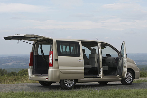 Peugeot Expert Tepee с открытыми дверями