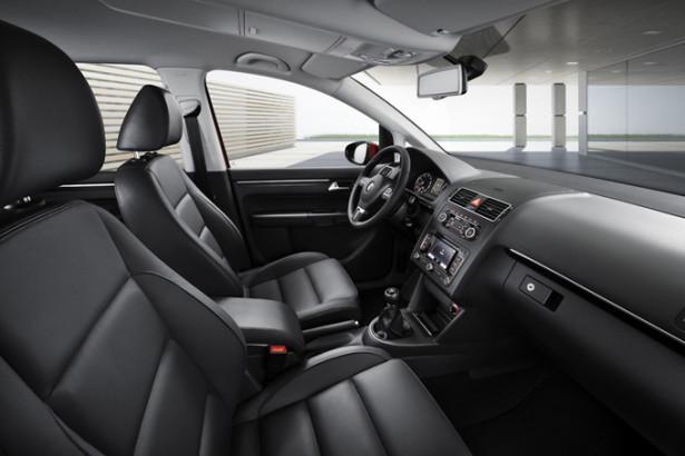 VW Touran - водительское место