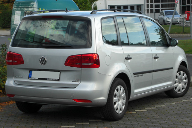 Volkswagen Touran - вид сзади
