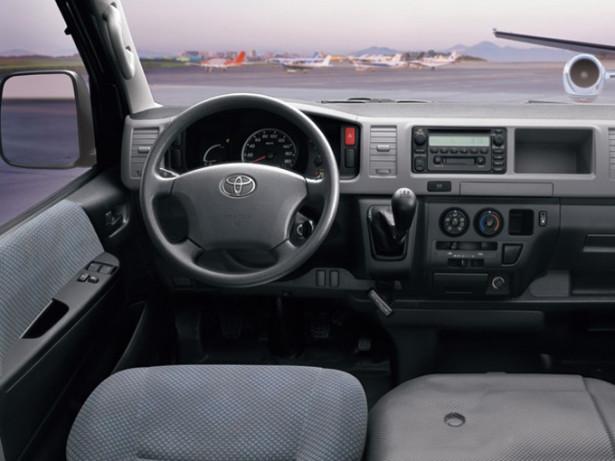 Toyota Hiace - водительское место, руль