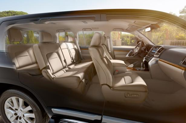 Land Cruiser 200 - интерьер семиместного автомобиля