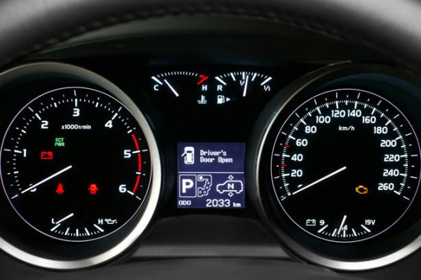 Toyota Land Cruiser 200 - приборы