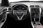 Ford Explorer Sport - руль и панель приборов