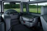Land Rover Defender - сложены сиденья третьего ряда, увеличен размер багажника