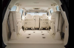 Сложенные сиденья и большой багажник Lexus LX 570