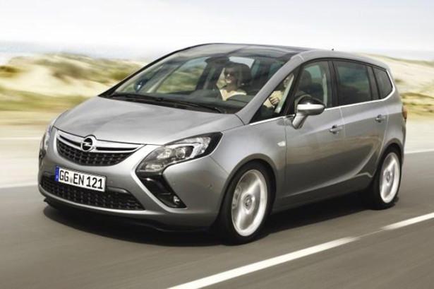 Opel Zafira Tourer в движении