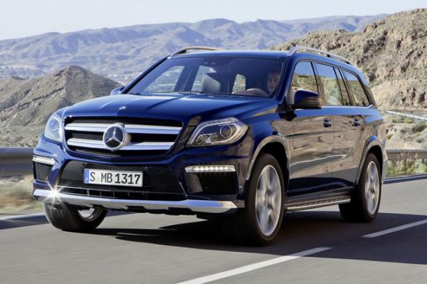Mercedes-Benz GL-Class на дороге в движении