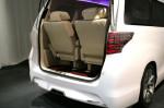 Toyota Alphard - багажник