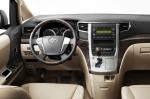 Toyota Alphard - руль и приборная панель